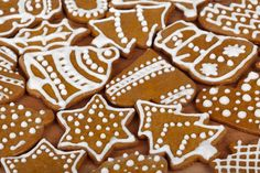 These Gingerbread Cutout Cookies are cute, fun and a great way to keep kids entertained. Try this recipe for a not to sweet but crispy cookie, decorate with multiple flavors of protein icing for flare. Christmas Food Gifts, Christmas Drinks, Christmas Goodies, Christmas Desserts, Christmas Baking, Fun Desserts, Holiday Fun, Christmas Holidays, Holiday Ideas