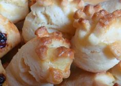 Vajas pogácsa recept foto Hungarian Recipes, Hungarian Food, Scones, Baked Goods, Delish, Biscuits, Bakery, Recipies, Cooking Recipes