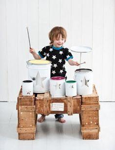 #DIY #Play : drum set à fabriquer avec des pots de peinture pour les musiciens en culotte courte