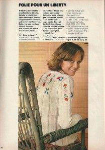 """Dans le n° 19 de mai 1975, une jupe en Liberty comme nous en voulons toutes une ! Deux rectangles froncés, une ceinture nouée, facile ! Elle est accompagnée d'un cardigan rebrodé, mais ce """"rebrodage"""" peut aussi se faire sur un cardigan déjà existant,..."""