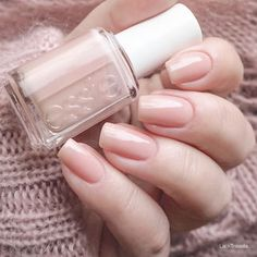 verlobungsring essie not just a pretty face das perfekte Nude - LackTraviata - Nagellack-Liebe Nude Nails, Manicure And Pedicure, Gel Nails At Home, Pretty Nail Colors, Nagellack Trends, Nagel Gel, Nail Polish Colors, Neutral Nail Polish, Clear Nail Polish