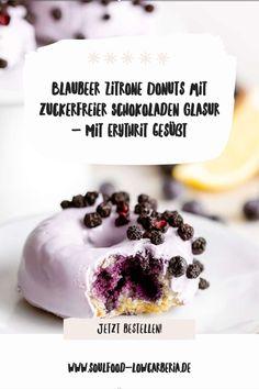 Blaubeer Zitrone Donuts mit zuckerfreier Schokoladen Glasur gesüßt mit ErythritGanz neu im Sortiment und sooo lecker! Unsere Lower Carb* Donuts - kohlenhydratreduziert*! Bestell jetzt gleich deine 2er Box mit leckeren Blaubeer Zitrone Donuts mit Pastell-Lila Schokoladenglasur!Die Donuts sind wunderbar fluffig und haben eine köstliche Glasur aus zuckerfreier weißer Schokolade.Die Donuts lassen sich auch wunderbar einfrieren. Jetzt bestellen! Low Carb Backen, Low Carb Desserts, Coleslaw, Donuts, Brownies, Breakfast, Food, Lemon, Pastel Purple
