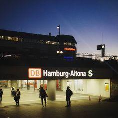 Another day in Altona. #Hamburg #Altona #Ottensen #BahnhofAltona #Bahnhof #Bahn #DeutscheBahn #dawn #morning #earlybird #citylights #urban #urbanlife #urbanliving #publictransport #underground