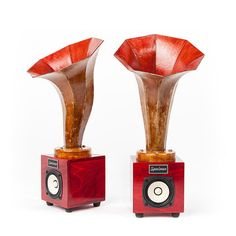 Hornlet Speakers Dark Red - The Hornlet comes to you from Specimen—masters of handmade instruments and audio equipment. Each piece is produced in Chicago using premium Baltic birch plywood for the base and recycled newspaper, shellac, and dryer lint (yes, really!) for the magnificent towering horn. Paired with an existing hi-fi setup, iPod, or home theater for flawless sound, this vintage-inspired speaker is an ideal gift for any audiophile on your list.