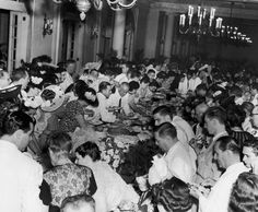 c. 1950 Guests enjoying a buffet supper at the Havana Yacht Club. IMAGE: HERBERT C. LANKS/KEYSTONE/HULTON ARCHIVE/GETTY IMAGES