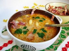 Supa de legume cu bacon afumat Vegetable soup with smoked bacon A Food, Good Food, Food And Drink, Yummy Food, Romanian Food, Romanian Recipes, Food Obsession, Smoked Bacon, Soup Recipes