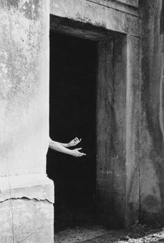 E - Ralph Eugene Meatyard Untitled, 1955 History Of Photography, Dark Photography, Artistic Photography, Francesca Woodman, Gelatin Silver Print, Famous Photographers, Cultural, Light And Shadow, Photos