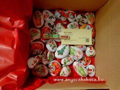 http://www.anyocababoca.hu/2014/09/karacsonyi-kavicskollekcio.html  Painted Christmas stones