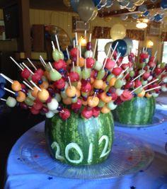 New fruit kabobs display graduation parties Ideas Deco Fruit, Fruit Buffet, Graduation Party Foods, Fruit Creations, Fruit Appetizers, Watermelon Fruit, Watermelon Carving, Fruit Skewers, Kebab