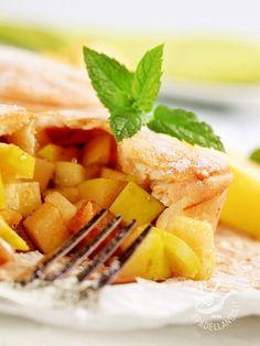 Cake with caramelized apple stuffing - Servite la Torta con ripieno di mele caramellate al miele con gelato di crema o crema inglese alla vaniglia. Il successo è assicurato!