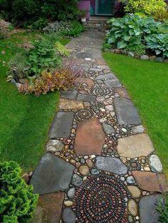 allées-jardin-dalles-pierre-mosaique-galets-pelouse-plantes-vertes