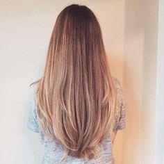 Capelli lunghi sfumati biondi - Il taglio lungo sfumato è perfetto per i capelli lisci primavera estate 2017.