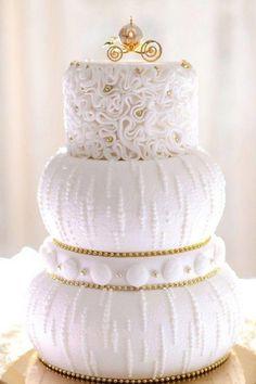 mariage romantique gâteau étages mariage sophistiqué conte fée