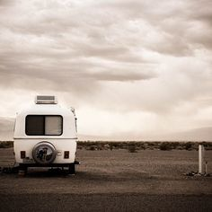 HELLO? by @kommando_kunst #Photocircle #nofilter #UnitedStates #USA  #nevada #texas #campervan #bulli #VW #solitude #lost #mountains#deserts #camping #parking #landscape #travelphotography #ontheroadagain #roadtrippin  #Closethecircle - if you buy this photo Florian Paulus and Photocircle #donate 12% to provide communities in #Bolivia with better social infrastructure
