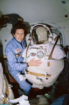 via spacewatching:  STS-31 Mission Specialist Kathryn D. Sullivan poses for a picture before donning her space suit and extravehicular mobility unit in the airlock of Discovery. Onboard the April 25, 1990 shuttle mission that deployed the Hubble Space Telescope, Sullivan remained ready to do a spacewalk in case that there were problems putting the orbital observatory into space. The deployment went smoothly, and no spacewalk was necessary.