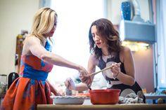 In cucina con Justine Mattera: torte alle mele e lezioni d'amore