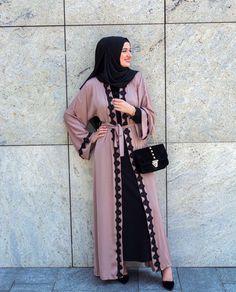 Pinterest: @adarkurdish Hijab Gown, Hijab Style Dress, Casual Hijab Outfit, Hijab Chic, Muslim Women Fashion, Modern Hijab Fashion, Arab Fashion, Mode Kimono, Mode Abaya