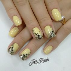 Instagram media by jehhhrech - #PhotoGrid #nailart #nailscute #nails… Fancy Nails, Cute Nails, Pretty Nails, Diy Nail Designs, Nail Polish Designs, Manicure Y Pedicure, Gel Nails, Yellow Nail Art, Diva Nails