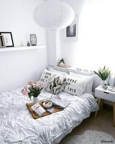 35 Amazingly Pretty Shabby Chic Bedroom Design and Decor Ideas - The Trending House Bedroom Apartment, Room, Room Design, Home Decor Bedroom, Stylish Beds, Small Apartment Bedrooms, Room Inspiration, Room Decor, Room Inspo