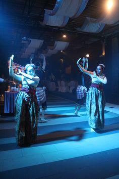 Mengenal Lebih Dekat Budaya Jawa Di Malam Minggu Anda!  Sabtu 9 Januari 2015 Pukul 18.00-21:00 WIB. Di La Brisa Food Park.  Datang dan nikmati makan malam BBQ Buffet Khas Jawa beserta ragam hiburan dan tari-tarian tradisional dari Tanah Jawa.  Hanya dengan Rp. 150.000,00 ++/ orang, Anda, keluarga serta kerabat bisa menikmati malam dengan konsep dan suasana budaya Jawa sepuasnya.  Untuk reservasi, silahkan menghubungi:  Yaya 0811 700 7476 banquetsales@nagoya-mansion.com