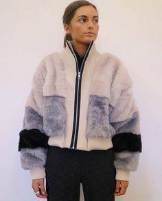 Fur Jacket, Jacket Style, Fur Coat, Fur Fashion, Winter Fashion, Fashion Outfits, Fur Bomber, Bomber Jacket, Stylish Coat