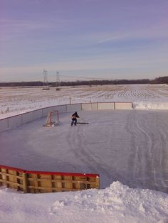 Backyard Ice Rinks: All the detailed and essential information you need on how to build your own backyard ice rink. Tips and plans for building a backyard skating rink. Plus backyard hockey rink designs and more. Backyard Hockey Rink, Backyard Ice Rink, Outdoor Rink, Ice Hockey Rink, Hockey Puck, Hockey Players, Hockey Girls, Hockey Mom, Pittsburgh Penguins Hockey