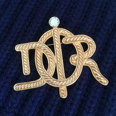 Vintage Christian Dior Large Brooch   #vintagedior #vintagechristiandior #vintagediorbrooch #vintagechristiandiorbrooch