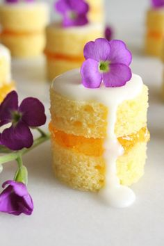 fancy desserts These mini naked cakes filled with sweet and tangy orange marmalade and garnished with fresh flowers are an elegant treat for a springtime brunch. They may look fancy, but theyre simple to make. Mini Desserts, Just Desserts, Elegant Desserts, Mini Cake Recipes, Easter Desserts, Party Recipes, Brunch Recipes, Tea Party Desserts, Finger Food Desserts