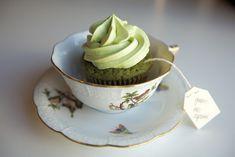 Nice presentation of green tea cupcakes / Mooie presentatie van groene thee cupcakes