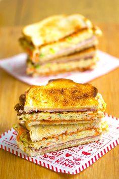 How to Make Easy Korean Street Toast Recipe 길거리 토스트 Korean Street Food, Korean Food, Onigirazu, Toast Sandwich, Korean Dishes, International Recipes, Clean Eating Snacks, Asian Recipes, Sandwiches
