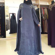 Платье кейп из важного шёлка с отделкой на плечах.12000р