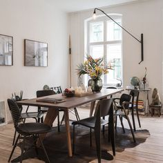 Pimpelwit : wooden table - different combination of chairs - white walls - wooden floor - that lamp!