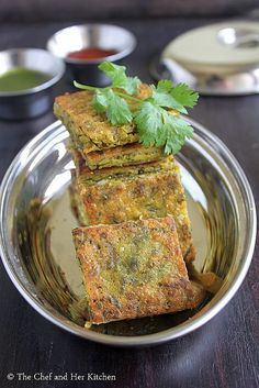 Kothimbir Vadi is basically fritters made up of Coriander leaves using besan(chickpea flour). Maharashtrian Recipes, Gujarati Recipes, Gujarati Food, Indian Dessert Recipes, Indian Snacks, Breakfast Recipes, Snack Recipes, Cooking Recipes, Bread Recipes