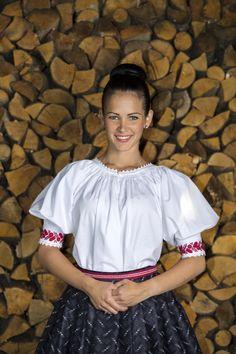 Hollókői hímzett, kézelős ujjú palóc női ingváll fekete festő szoknyával és hímzett szalaggal Folk Costume, Costumes, Lace Skirt, Ruffle Blouse, Traditional, Folk Art, Skirts, Photography, Collection
