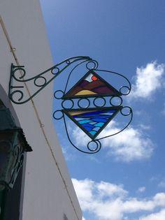 Triángulos. Circunferencias. Líneas curvas. Teguise, Lanzarote.