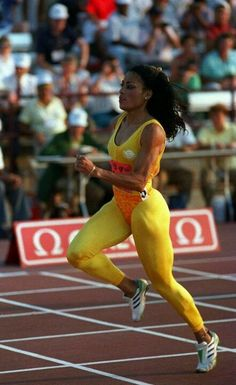 """Griffith Joyner won 5 Olympic medals in her career gold, 1 silver) and shattered two world records. """"Flo Jo"""" died in 1998 at the age of Flo Jo, Sport Icon, Sports Stars, Champions, Track And Field, Athletic Women, Female Athletes, Sport Girl, Beautiful Black Women"""