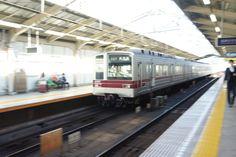 東京メトロ日比谷線。 地上を走るシーン。