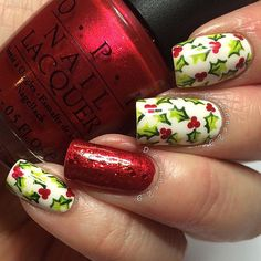 Here's one more festive manicure. As you can see there are a lot of ideas. Up to you depends which you will wear. Enjoy this December in your nails, in the snow, the Christmas, in love …