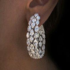 Diamond Hoop Earrings, Diamond Jewelry, Gold Jewelry, Jewelry Accessories, Fine Jewelry, Jewelry Design, Dainty Jewelry, Jewelry Ideas, Vintage Jewelry