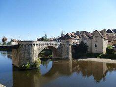 Le Circuit Du Guesclin Route des Abbayes et Monuments du Haut Poitou dans la Vienne