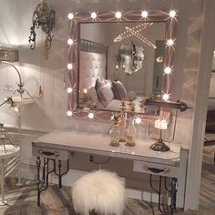 Gushing over this makeup vanity and bedroom set up who else needs this in their life?? Repost from @wakeupandmakeup #wakeupandmakeup #houseoflashes #makeuparea #dreambedroom