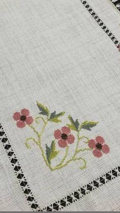 Cross Stitch Borders, Cross Stitch Designs, Atami, Knitting, Crafts, Bread Holder, Cross Stitch Embroidery, Crochet Edgings, Border Tiles
