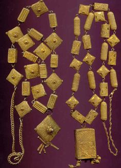Or du pays - Senegal Two different types of necklaces, worn by the upper class ladies in the St Louis area, 1930s 1940s gold-silver alloy, usually up to 8 carat of gold. Posted by Annemarie KOGLER