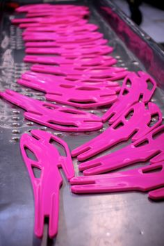 60.000 Bloom cells to be scattered throughout London for the upcoming Olympics! The cells are all the same, done by a process of injection molding in recycled plastic. Now is time to put them together!