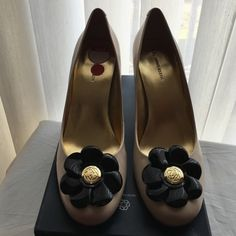 Spring Sale Anne Klein Ivory/Black pumps Brand new!!  Cute Anne Klein shoes with flex technology for all day comfort. Perfect for Spring✅Make me an offer I can't refuse ✅Bundle for more savings No trades or lowballs  Anne Klein Shoes Heels