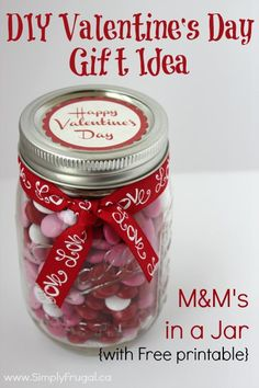 Who wouldn't love this DIY Valentine's day gift of M&M's in a jar? Certainly not someone with a sweet tooth! It's so simple to put together and budget friendly! Fun Valentines Day Ideas, Valentines Day Holiday, Teacher Valentine, Valentine Day Love, Valentine Day Crafts, Holiday Fun, Holiday Ideas, Festive, Christmas Crafts