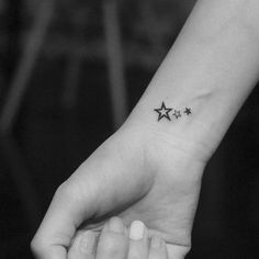 RECYCLE T♻️TTOO . The Meaning of Star Tattoos : Because of the myriad varieties of different star tattoo designs, the meanings of these… Star Tattoo On Shoulder, Star Tattoo On Wrist, Star Tattoos For Men, Small Star Tattoos, Tattoos For Women Half Sleeve, Small Wrist Tattoos, Foot Tattoos For Women, Mini Tattoos, Body Art Tattoos