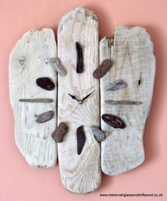 """I was just thinking about making a driftwood and sea glass clock, now I see this nice example. """"driftwood, pebbles, sea glass maybe, and clockworks=beachy clock"""" Driftwood Projects, Driftwood Art, Driftwood Wreath, Driftwood Ideas, Rock Crafts, Arts And Crafts, Diy Crafts, Recycled Crafts, Art Diy"""