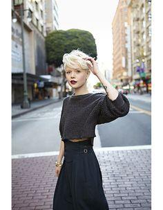 Coupe courte blond platine