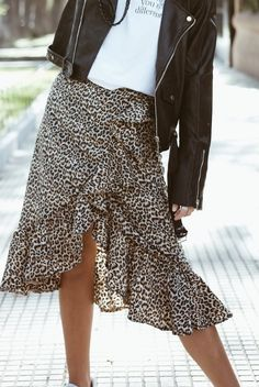 Skirt Outfits, Casual Outfits, Fashion Outfits, Womens Fashion, Winter Outfits, Vestidos Sport, Capri, Animal Print Outfits, Leopard Print Skirt